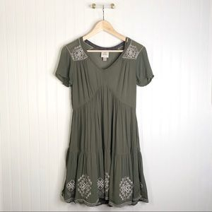 Knox rose xS green short sleeve embroidered dress
